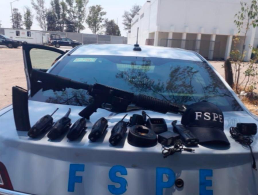DETIENEN EN SALAMANCA A HOMBRE CON ARMA AR-15, CARTUCHOS Y EQUIPO DE RADIO-COMUNICACIÓN 3