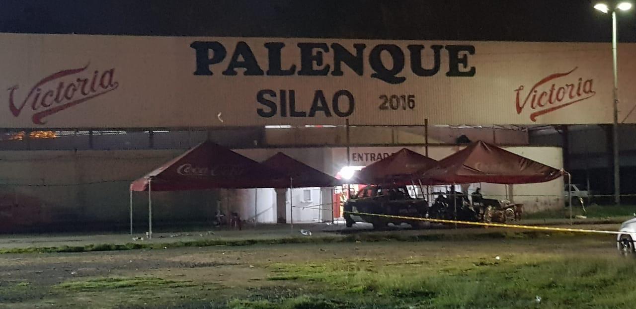 EJECUTAN A TRES HOMBRES EN EL EXTERIOR DE PALENQUE DE SILAO. 3