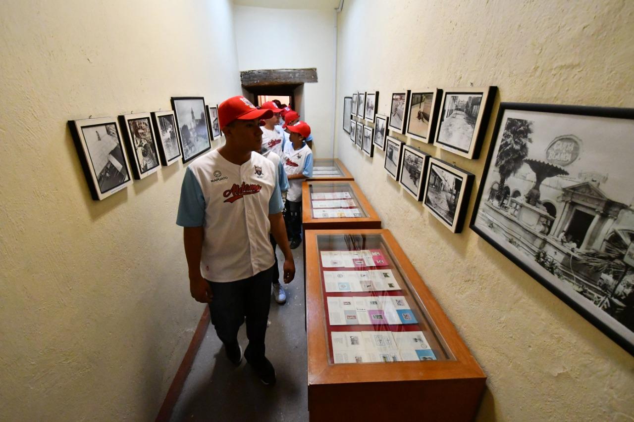 VISITAN JUGADORES DE COPA DE BÉISBOL MUSEO DE LA CIUDAD 1