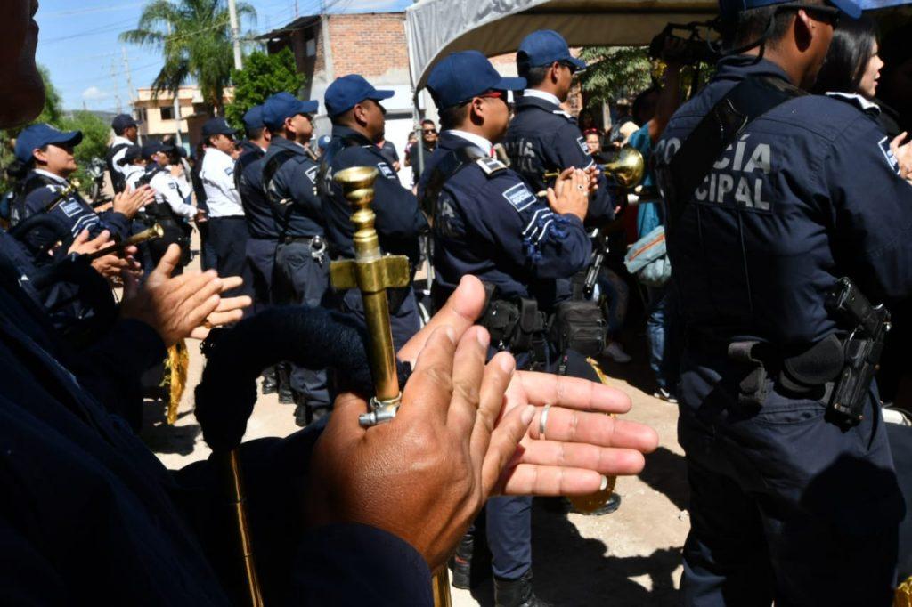 RINDEN HOMENAJE A ELEMENTO DE POLICÍA 2