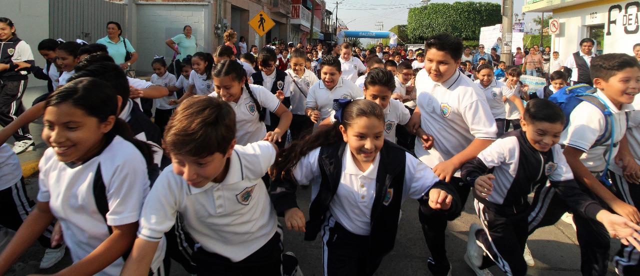 SEG Entrega Material Deportivo a Escuelas de la Región Suroeste. 2