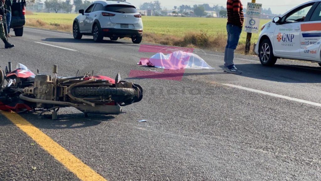 UNA MUJER MUERTA Y OTRA LESIONADA EN ACCIDENTE EN MOTO EN LA ABASOLO-IRAPUATO 8