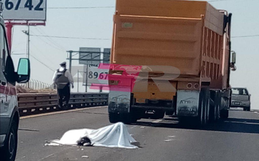 Muere motociclista arrollado por tolva en la Irapuato-Silao. 8