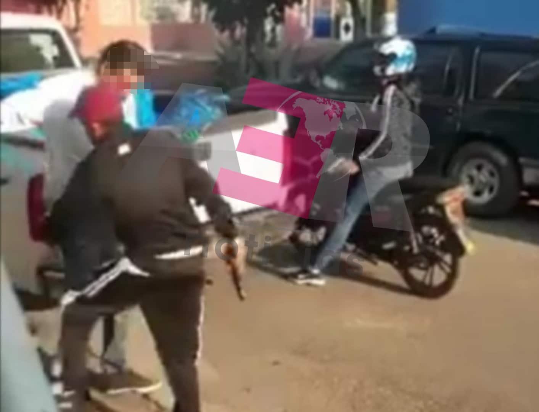 "Asaltan ""motoratones"" a empleados del municipio que entregaban despensas. 4"