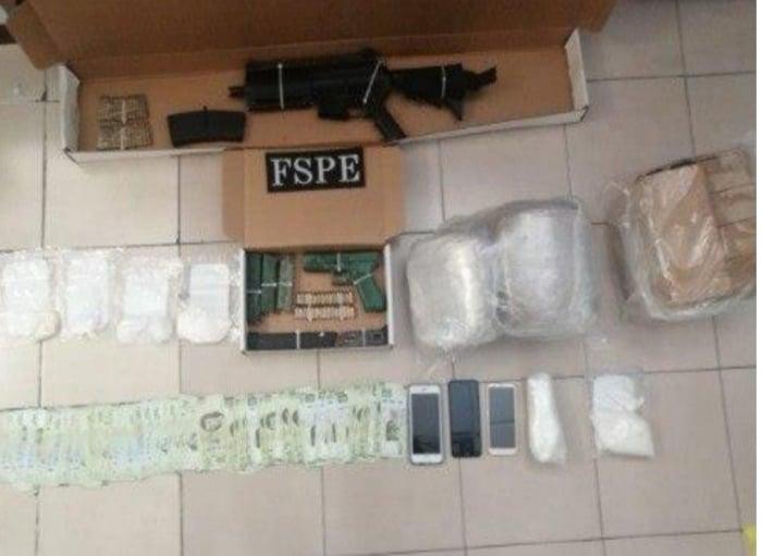 En despliegue operativo en Salamanca, aseguran a seis personas y más de 6 mil dosis de droga, armas y municiones, además de vehículos. 2