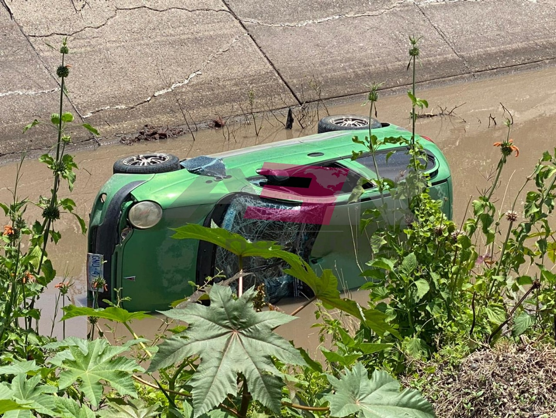Muere automovilista al caer a canal Antonio Coria 3