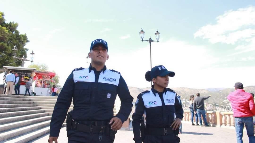 La Unidad de la Policía Turística de las Fuerzas de Seguridad Pública del Estado, ha atendido a más de 20 mil viajeros durante más de 2 mil 200 patrullajes en centros turísticos en la entidad. 2