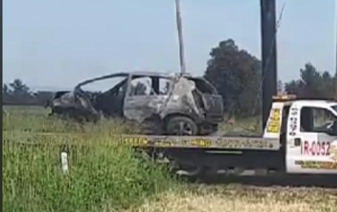 Localizan vehículo calcinado con dos cuerpos al interior sobre la carretera Irapuato-Salamanca 1