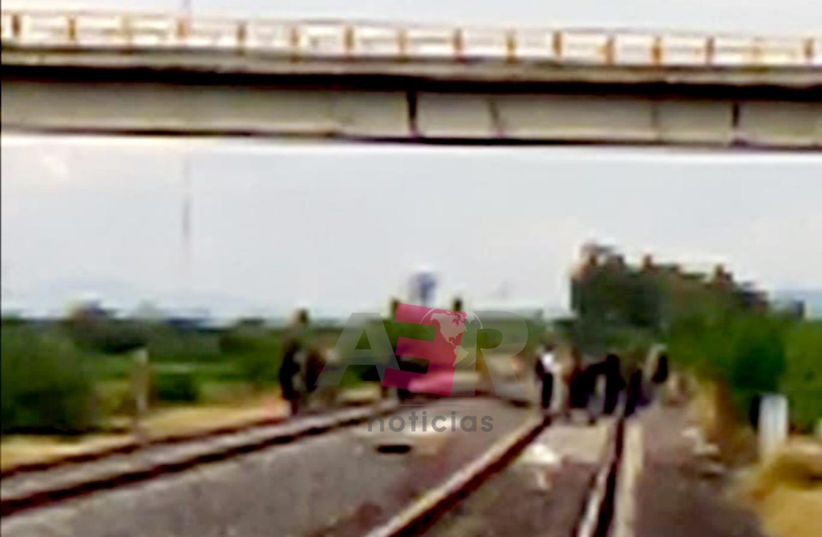 Localizan cuerpo putrefacto a un costado de la vía del tren 2