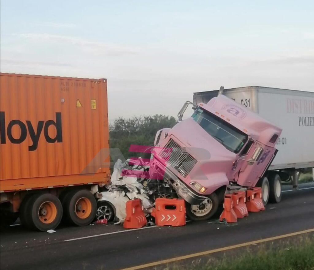 Un muerto en accidente entre vehículo particular y dos tractocamiones 7