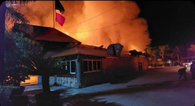 """Rafaguean e Incendian restaurante """"Los Tres Hermanos"""" en la comunidad La Cruz en Celaya 1"""