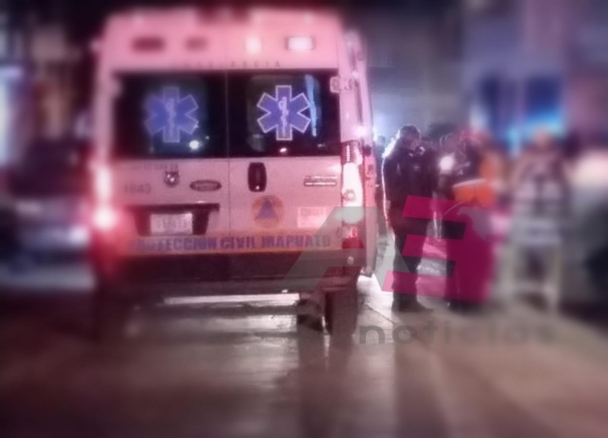 Graves cinco tripulantes de motocicleta, tras ser impactados por camioneta de carga. 1