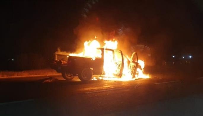 Incendian camioneta y localizan cuerpos calcinados en el tramo Salamanca - Celaya 1