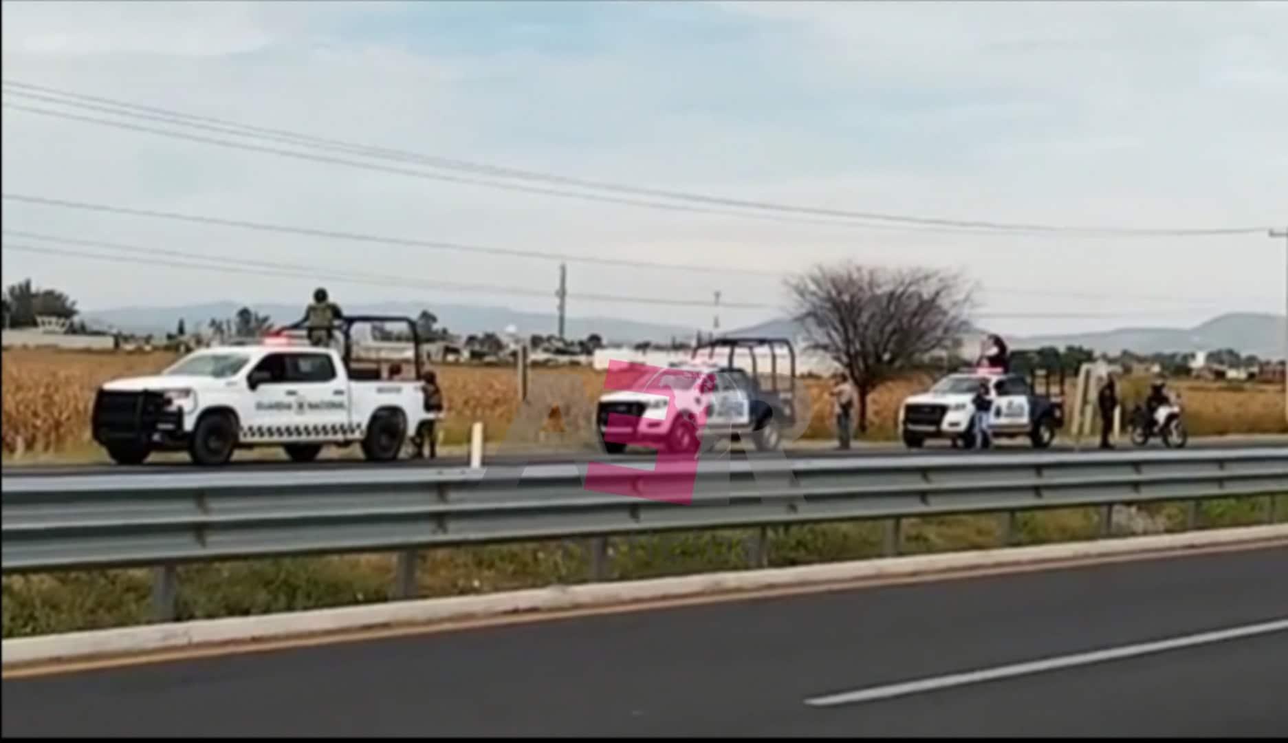 DETIENE POLICÍA A HOMBRE, ASEGURAN ARMAS Y CAMIONETA 2
