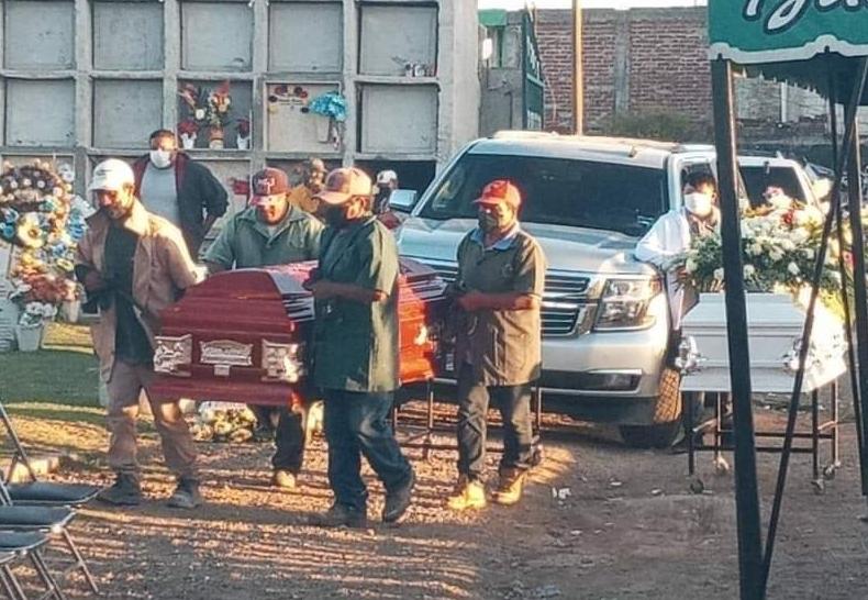 Emotivo adiós a hermanas y menor de Silao, quienes murieron en explosión de pipa en la Tepic-Guadalajara. 1