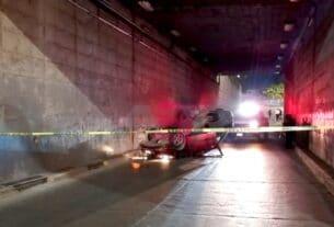 Muere joven conductor al volcar en el paso a desnivel de La Pradera 2
