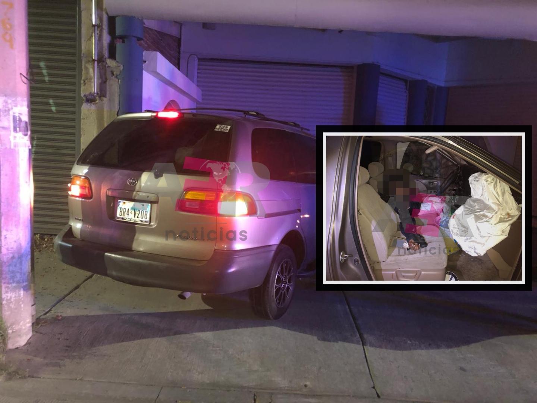 Un muerto y un lesionado tras chocar camioneta contra la fachada de un Gym 1
