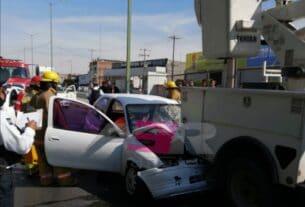 Lesionado conductor de Chevy al chocar contra camión de alumbrado público 4