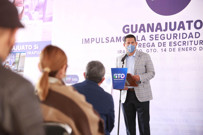 Entrega Gobernador escrituras para la vivienda de más familias irapuatenses. 1