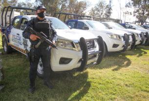 Entrega Gobernador Equipamiento a Policías Municipales de la Región Sur. 2