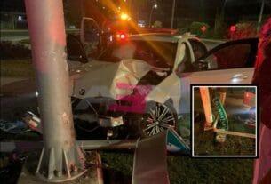 Choca conductor de BMW contra dos postes, uno con cámaras de seguridad en el Blvd. Solidaridad. 2