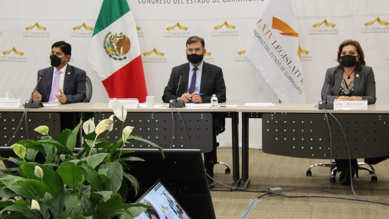 """Realizan panel """"Concertación Política en los Congresos Locales"""", concluye la Cumbre Internacional Legislativa 1"""