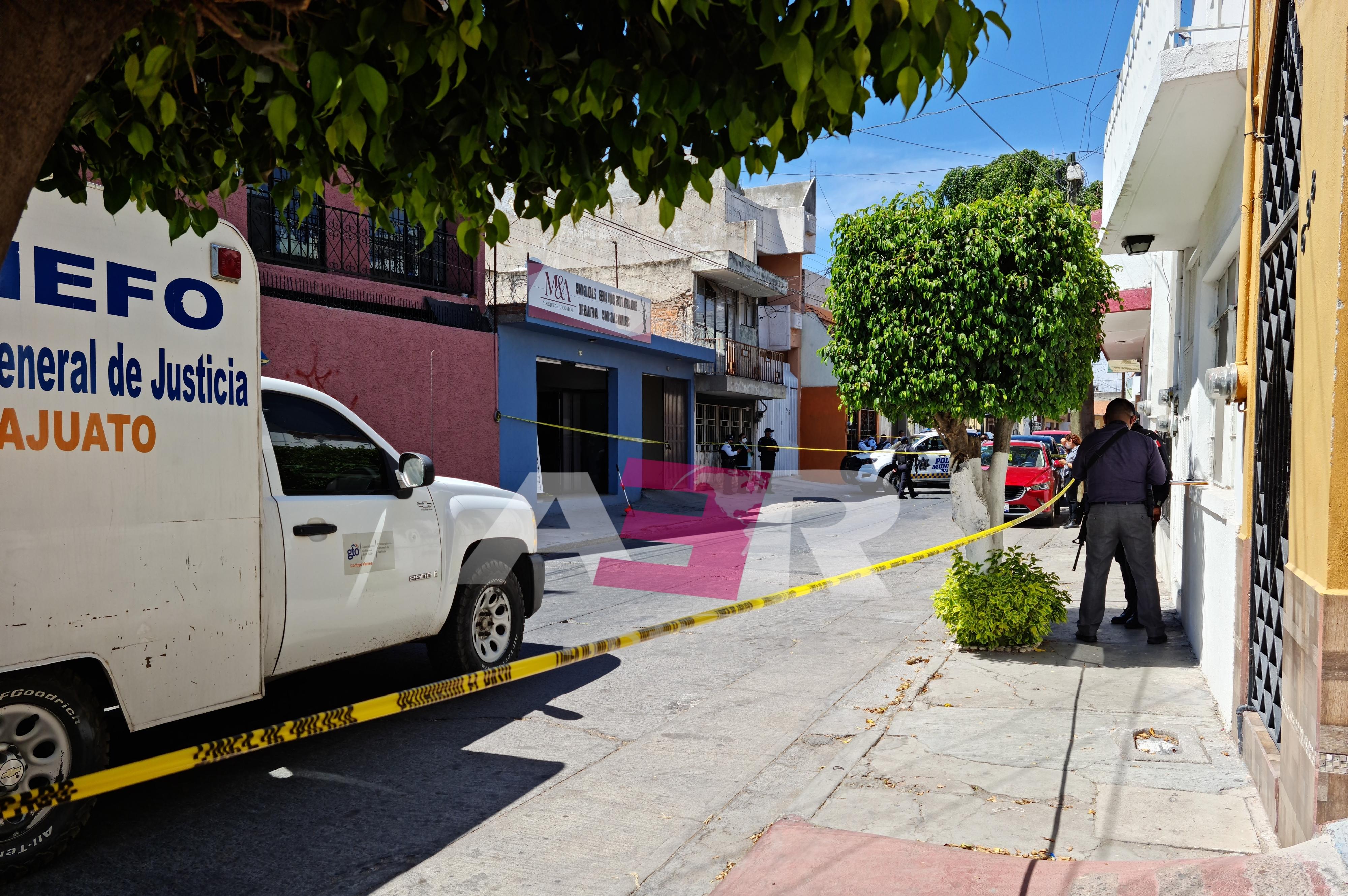 A puñaladas matan a joven abogado en su despacho 1