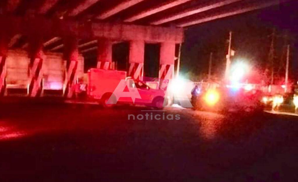 Ejecutan a tres jóvenes y los dejan en el puente de acceso a Sarabia 2