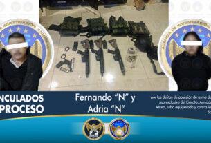 Aseguran armas, vehículos, cartuchos útiles, equipo táctico y dosis de droga, durante un cateo en un inmueble en Salamanca. 2