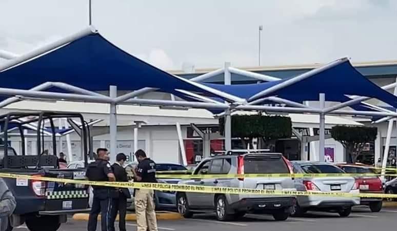 Dos mujeres asesinadas y una menor grave en estacionamiento de Walmart en León 1