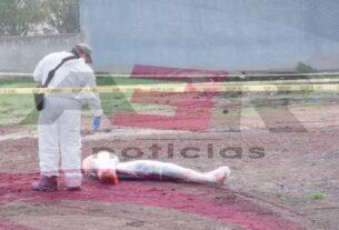 Ejecutan y dejan emplayados a padre e hijo en la carretera Abasolo-Irapuato 4