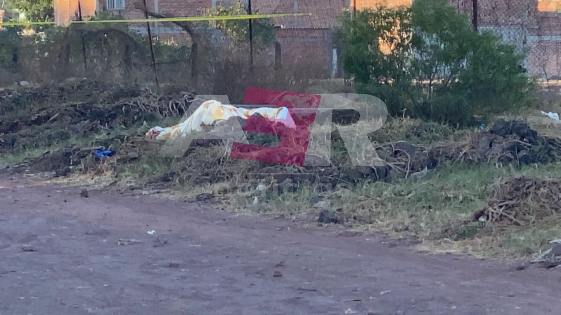 Localizan en la comunidad La Caja, cadáver encobijado de un hombre 1