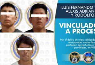 Tres adultos y un adolescente son detenidos por los delitos de robo de vehículo con violencia, robo equiparado, contra la salud y portación de cartuchos y armas prohibidas, en Villagrán. 3