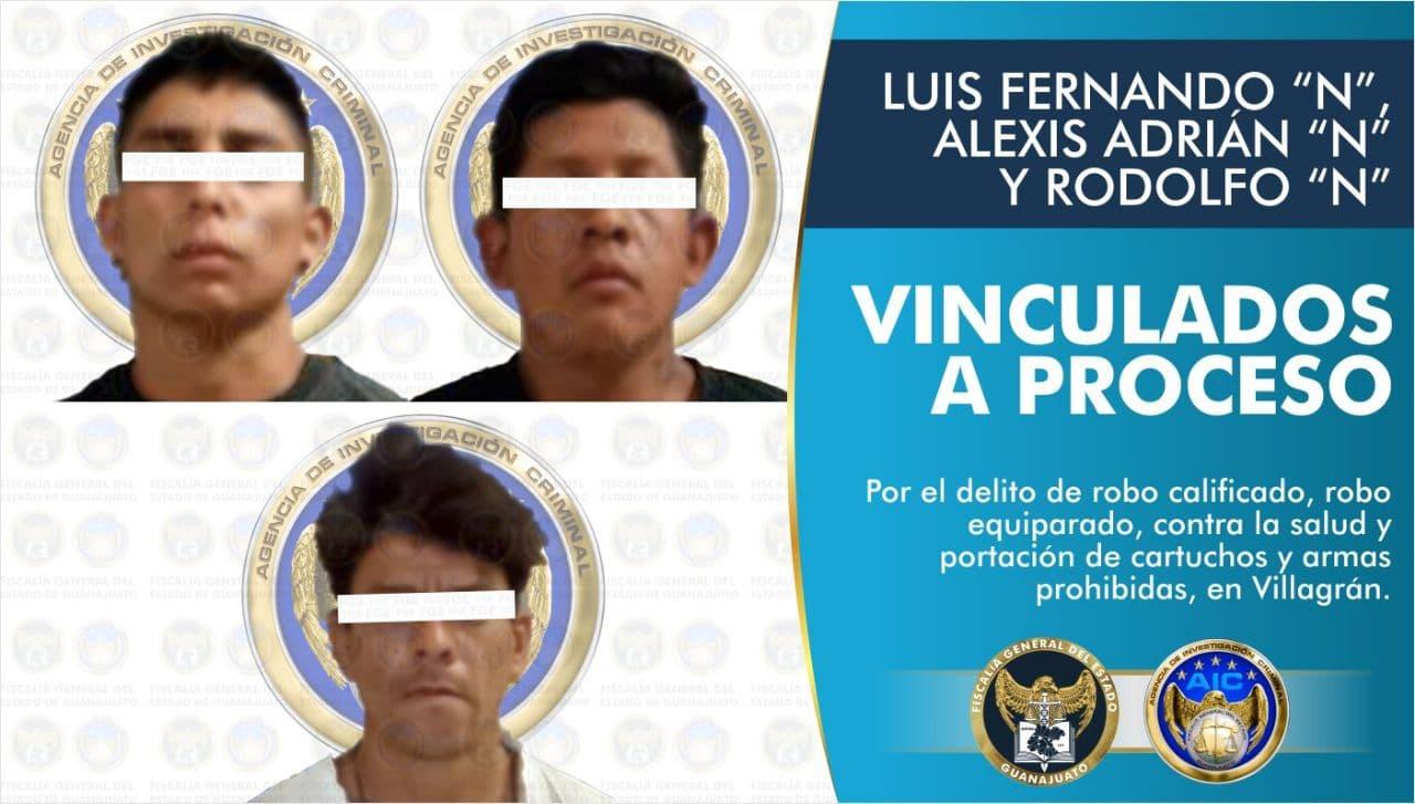 Tres adultos y un adolescente son detenidos por los delitos de robo de vehículo con violencia, robo equiparado, contra la salud y portación de cartuchos y armas prohibidas, en Villagrán. 1