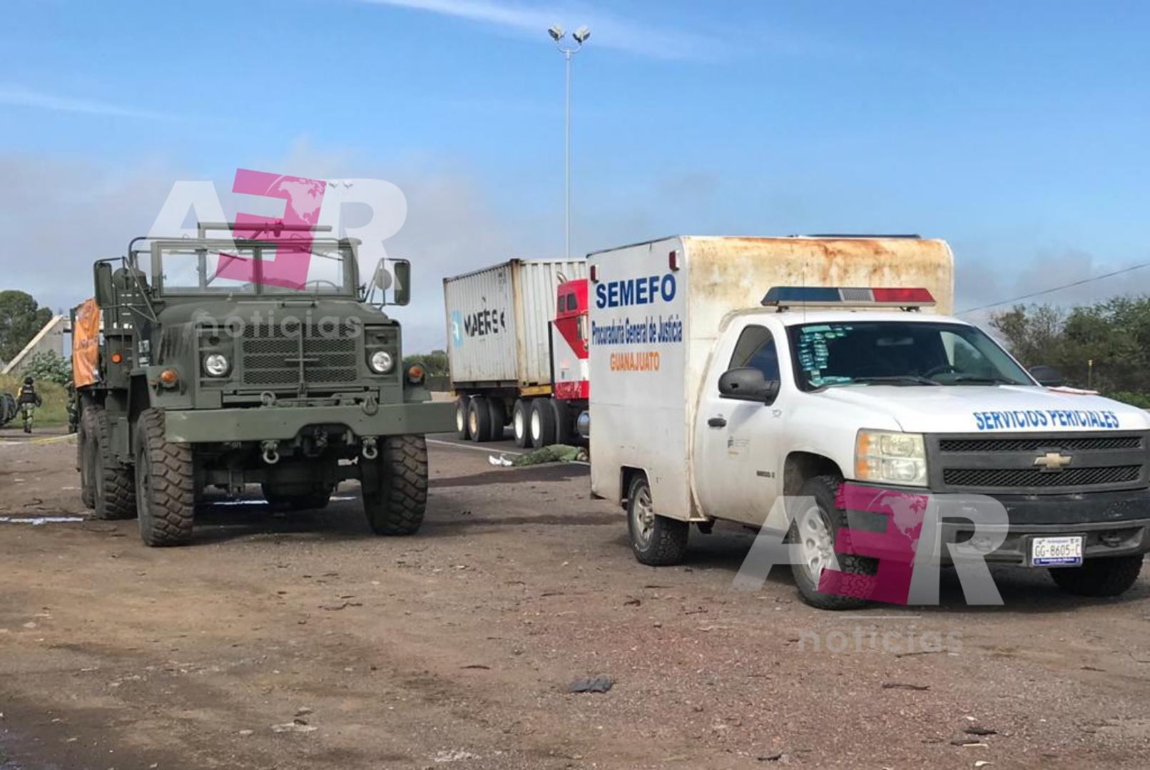 Impacta tractocamión convoy militar, muere un elemento castrense 1