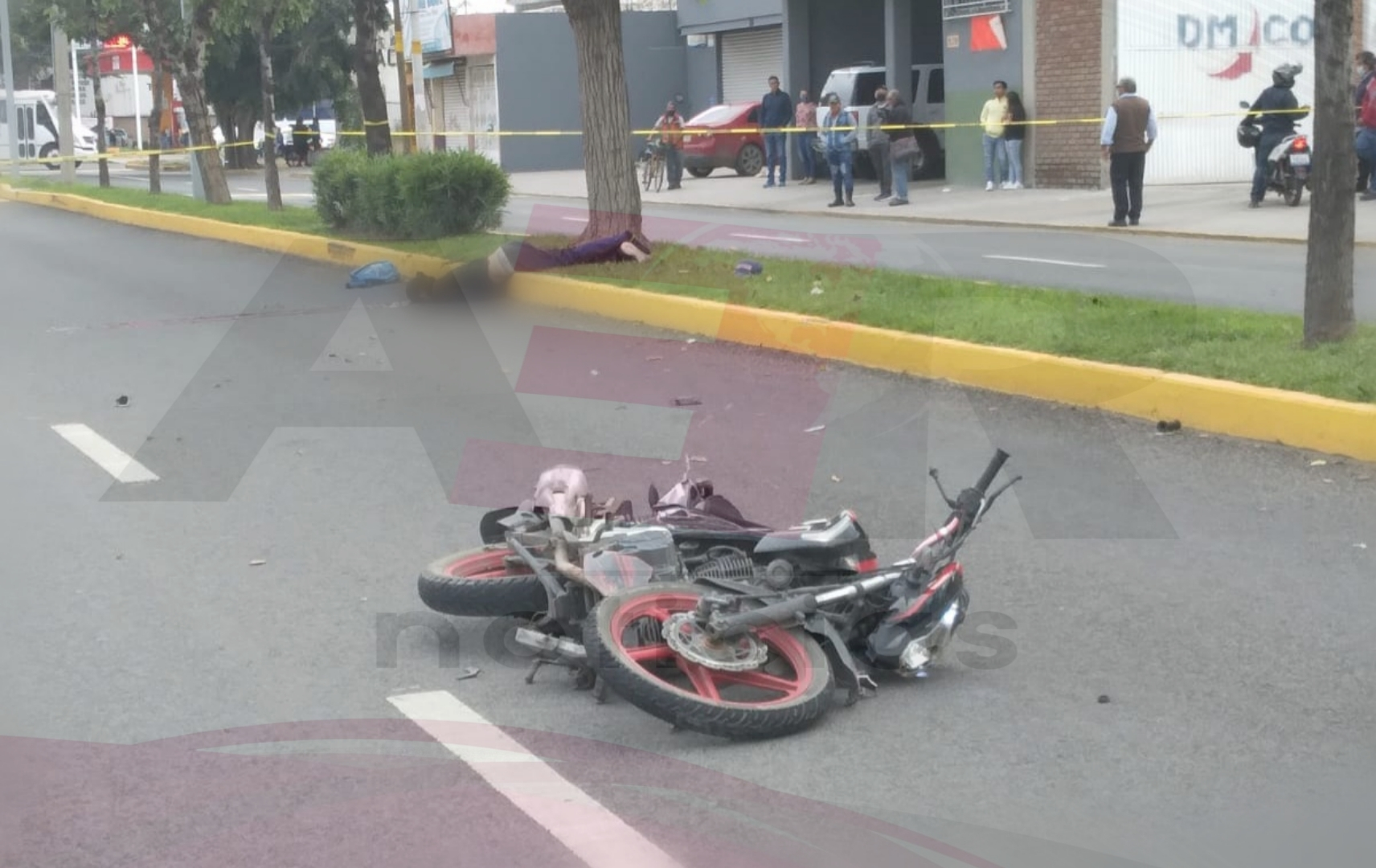 Muere motociclista tras derrapar y golpearse la cabeza 9