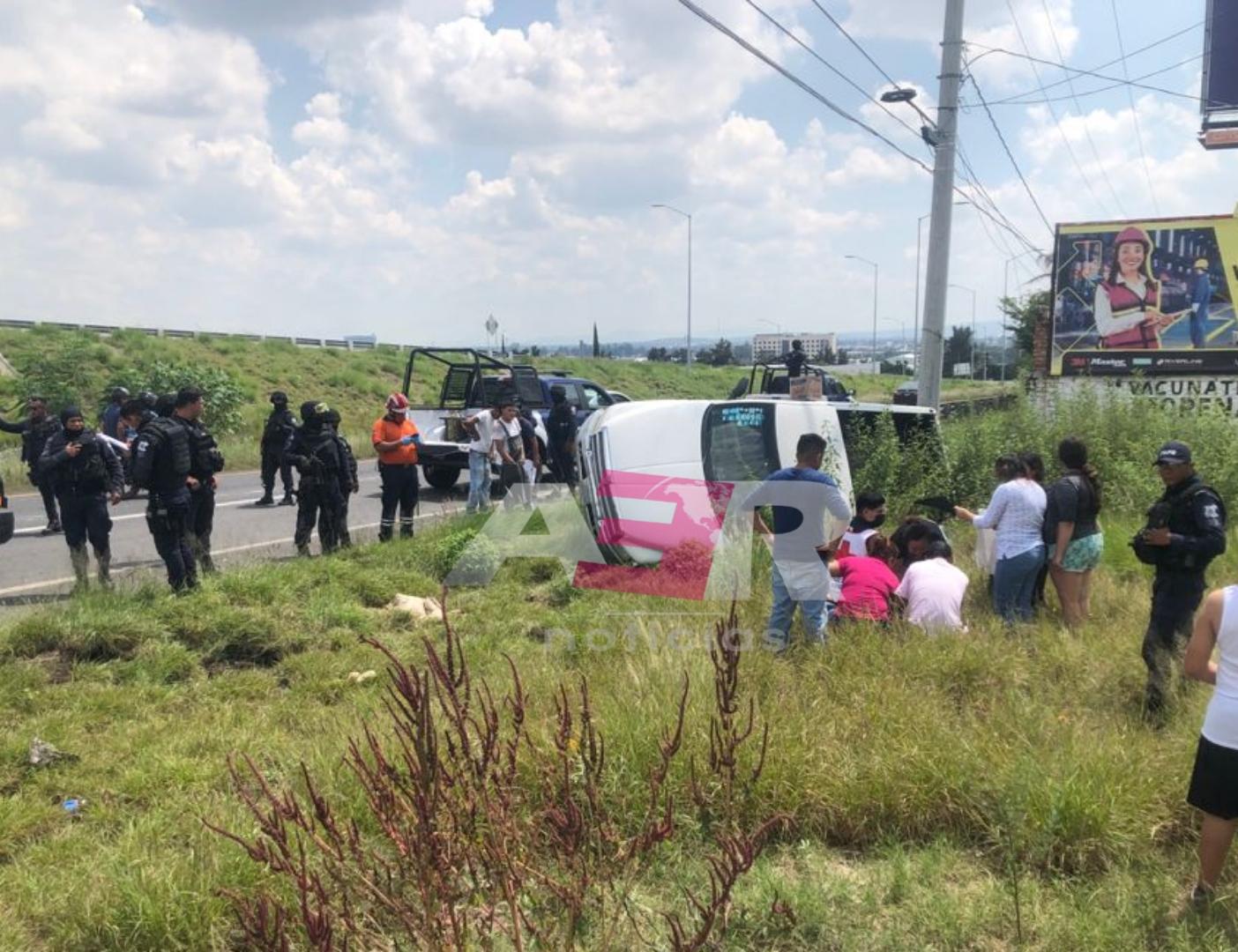 Vuelca camioneta y niño de diez años sale proyectado 1