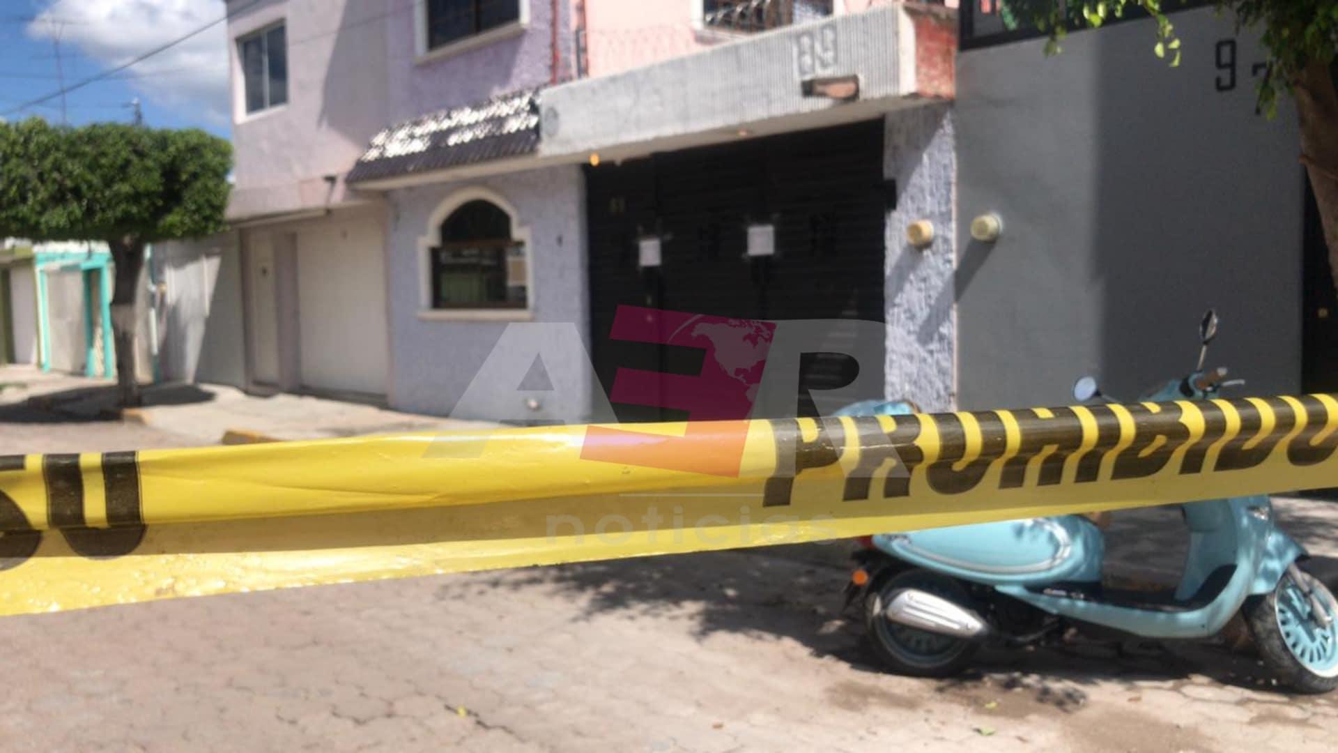 Intervienen casa en la Ciudad Deportiva, liberan a una persona, aseguran armas y hay varios detenidos 1